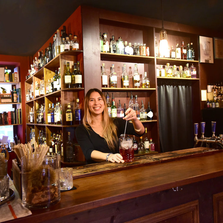 Chloe Merz-Salyer, bar Tender à Bâle