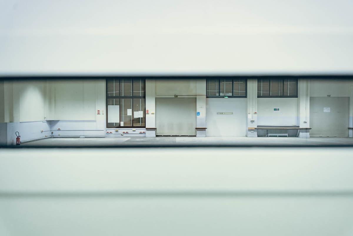 Biennale d'art contemporain, Hotel des postes, salle vide.