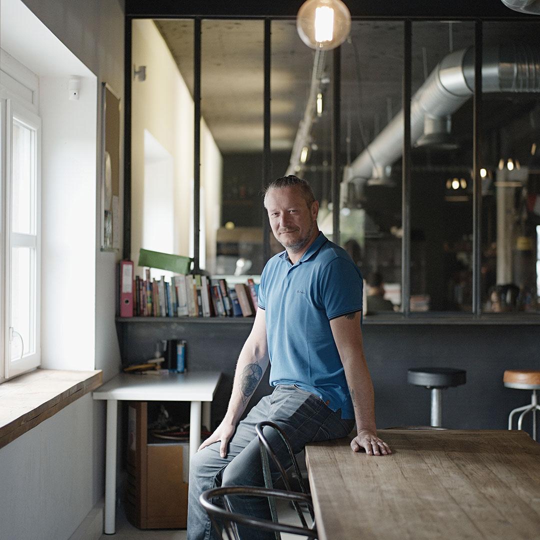 Hors-série Ks Groupe - Olivier Kubler, dirigeant fondateur de l'agence Advisa. Photo : Henri Vogt