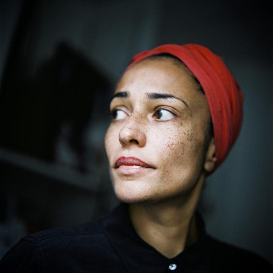 Portrait de Zadie Smith, de profil. Photo : Pascal Bastien