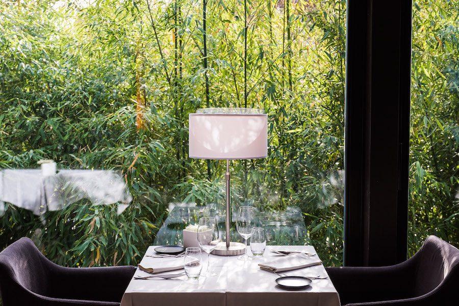 Une ambiance intime et chaleureuse dans les bambous à la Source des Sens © Milan Szypura