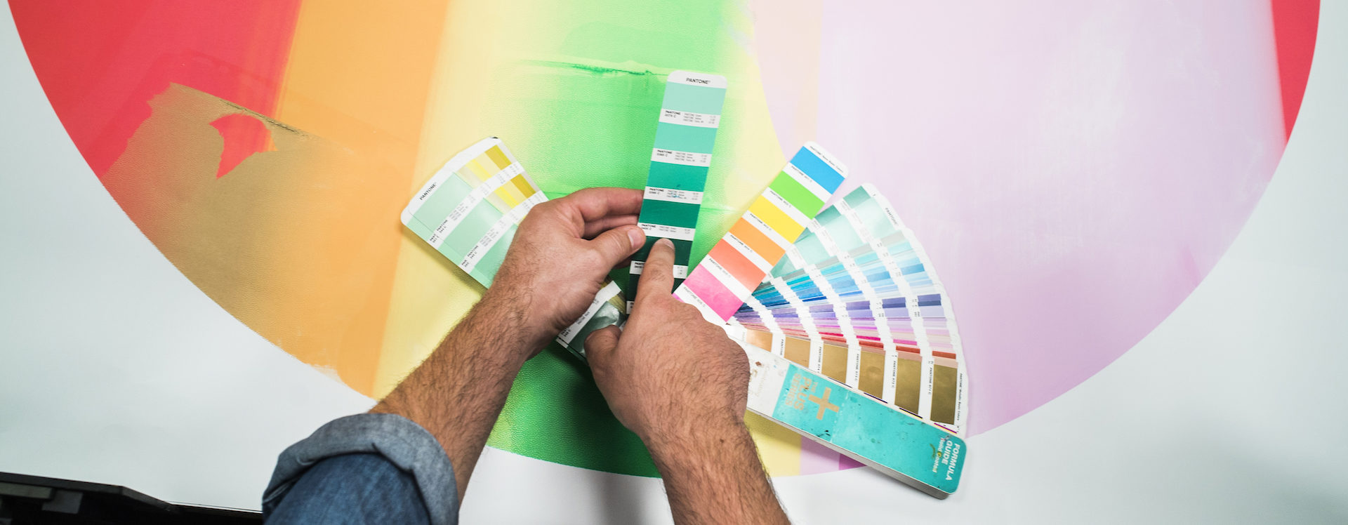 nuancier couleur au calage de l'impression de l'affiche Jazzdor 2018. Lézard Graphique, atelier de sérigraphie, Brumath.