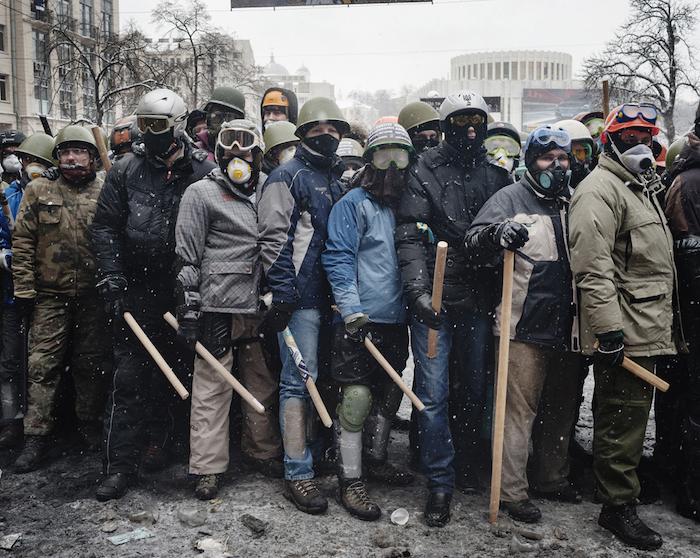 Affrontement à KIEV - RUE HRUSHEVSKOHO © Guillaume Herbaut