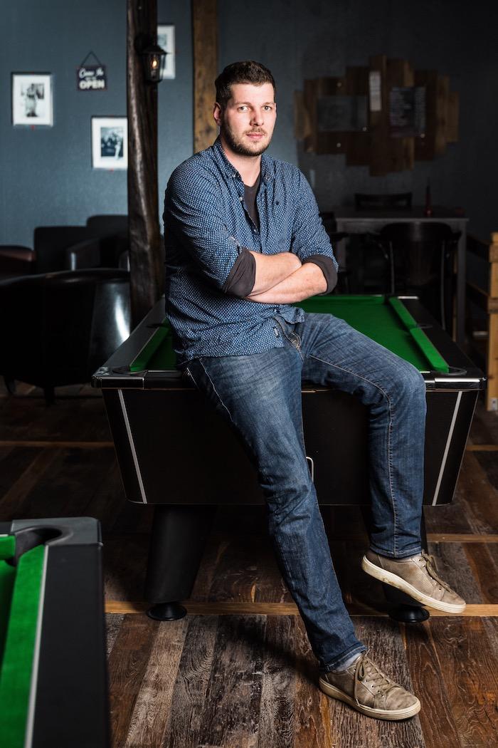 Julien Brand, gérant du bar. © Milan Szypura