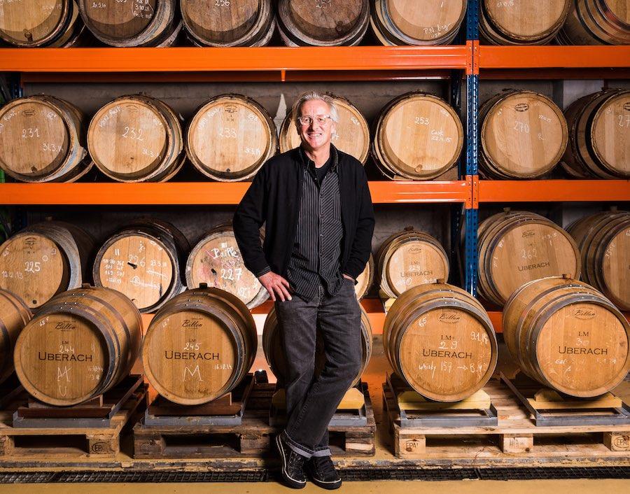 Jean Metzger, dans son entrepôt de la Distillerie Bertrand. © Milan Szypura