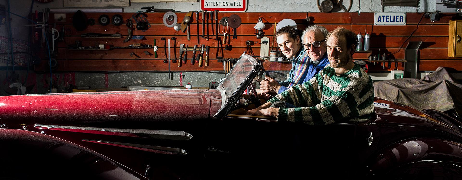 Hubert Haberbusch, Isaak Rensing et Romain Gougenot dans la carrosserie H.H. Services. © Pascal Bastien