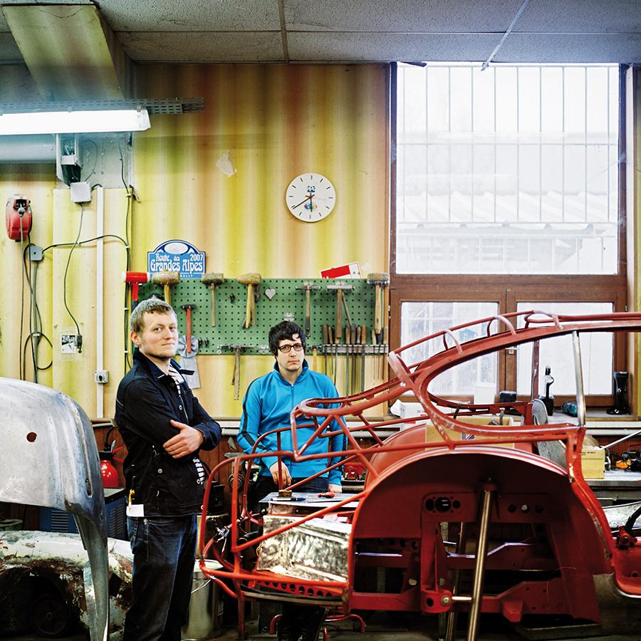 ZUT Magazine - Sébastien Geissert et Pierre Bindreiff, les V8 Designers photographiés chez H.H. Services à Strasbourg. ©Christophe Urbain