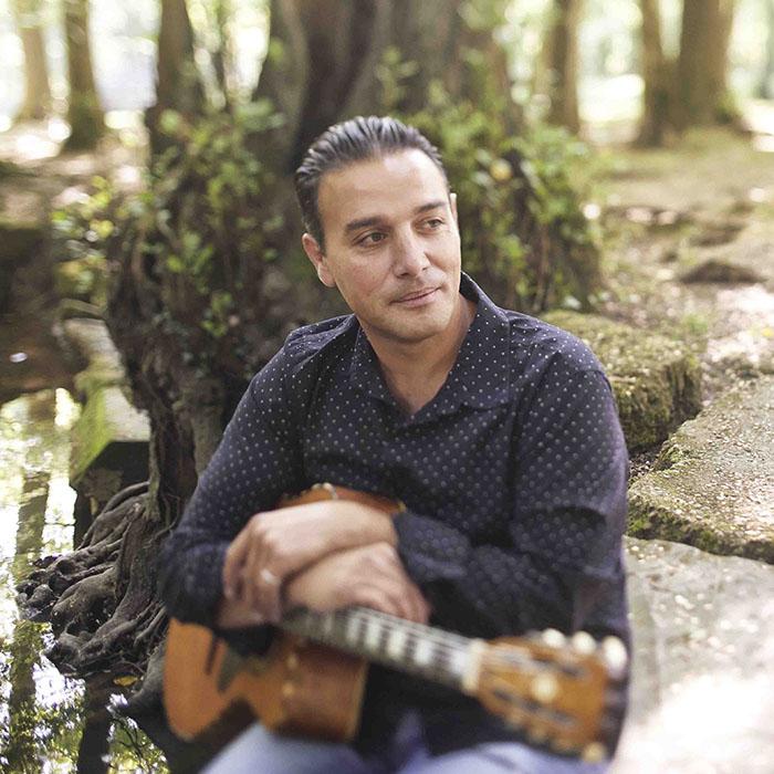 Yorgui Loeffler, auteur compositeur et guitariste Jazz manouche. © Alexis Delon