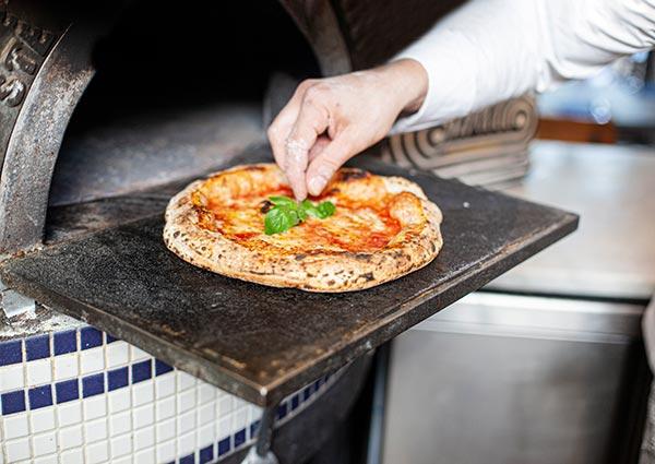 ZUT — La pate à pizza du restaurnant Strasbourgeois Le Mito. ©Hugues François