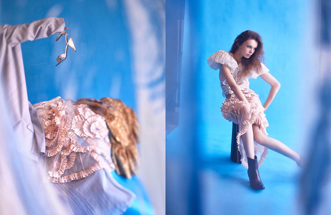 ZUT—Série mode—Top en tissu gaufré Isabel Marant, jupe en tulle et satin volanté Moncler et bottines Berlin Celine chez Ultima. Tabouret en bois Les Woodcutters. ©Alexis Delon / Preview
