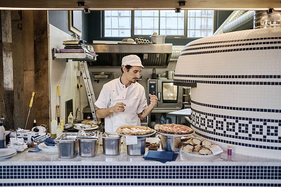 ZUT - Restautant pizzeria le Mito place d'Austerlitz à Strasbourg. ©Henri Vogt