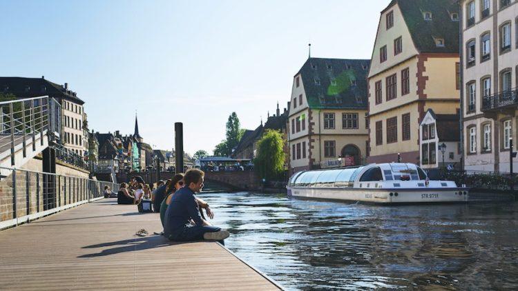 Pontons flottants en bords de l'Ill Strasbourg © Simon Pagès