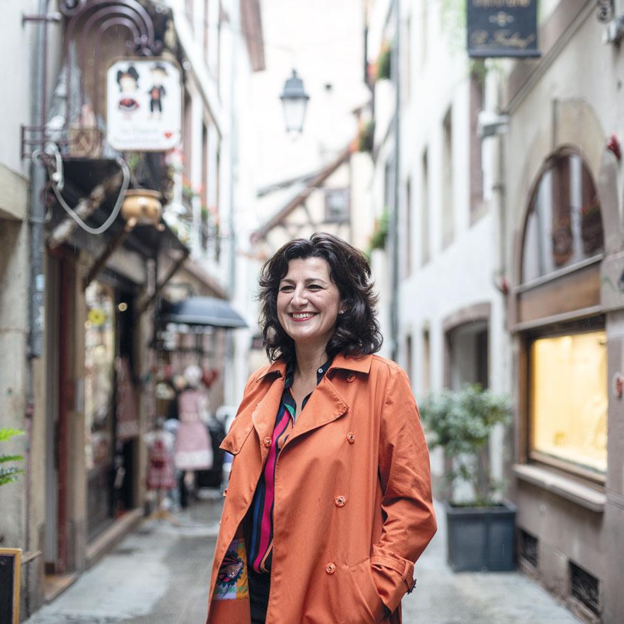 ZUT-MAGAZINE—Stephanie Lacour Jenny, prorpiétaire du restaurant Picobello à Strasbourg, photographiée rue du Chaudron- ©Christophe Urbain