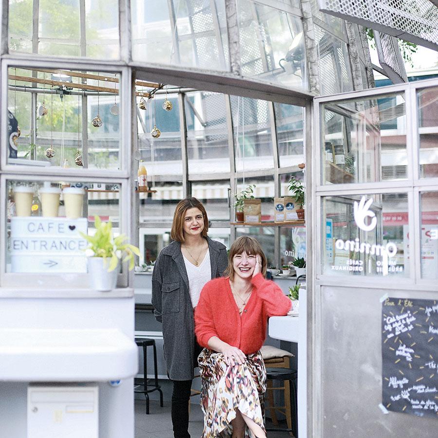 ZUT-MAGAZINE— Adélie Salmon et Tiffany Brua, gérantes de Sit Sat Sat traiteur et catering à Strasbourg, photographiées au Kiosque Omnino - ©Christophe Urbain