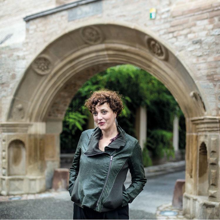 ZUT-MAGAZINE—Julie Gless, coiffeuse-maquilleuse, photographiée quartier Sainte-Madeleine - ©Christophe Urbain