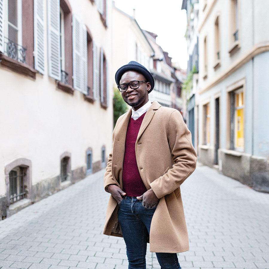 ZUT-MAGAZINE—Warren Mbouba, restaurateur, photographiée Rue des Charpentiers- ©Christophe Urbain