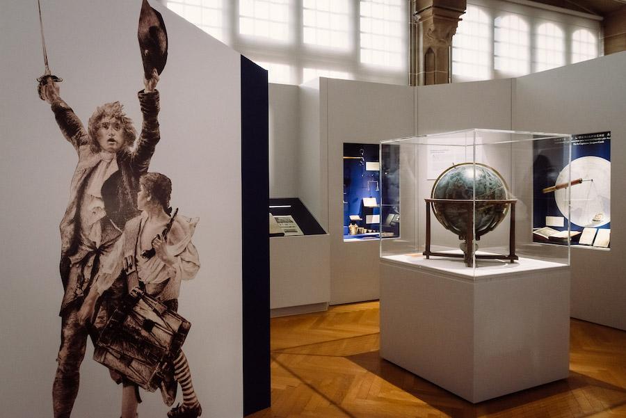 Dans cette pièce du musée historique de Haguenau consacrée au siècle des lumières : l'évolution des poids et mesures, l'encyclopédie de Diderot et d'Alembert... Photo Christoph de Barry