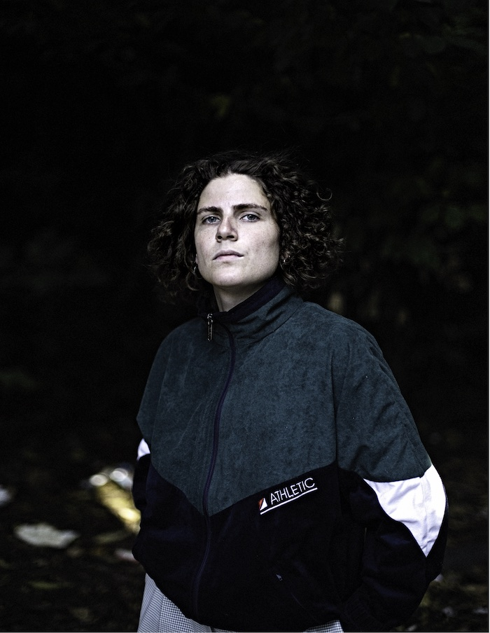 Portrait de l'autrice compositrice interprète srasbourgeoise Claire Faravarjoo qui sort Nightclub le 14 février 2020.