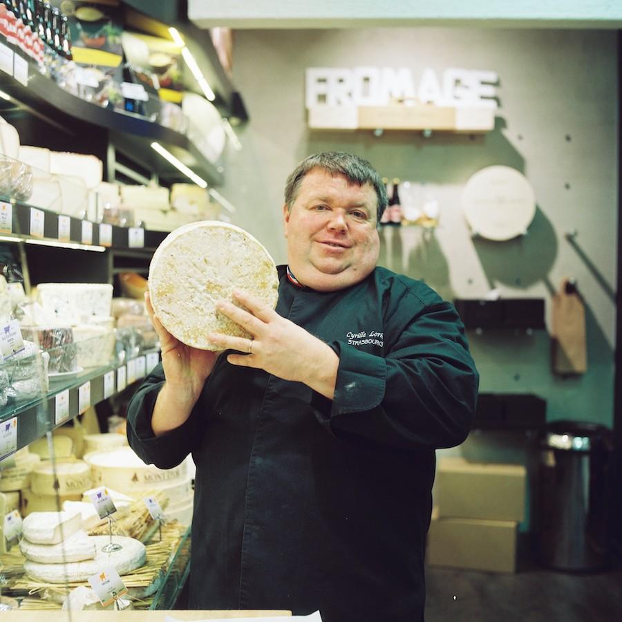 Cyrille Lorho dans sa boutique rue des Orfèvres. © Christophe Urbain