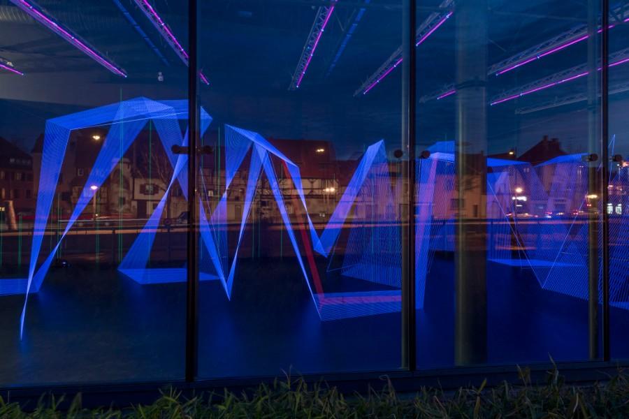Vue extérieure de l'installation in situ Pulse of Heart dans l'exposition Le Pouls de la Terre de Jeongmoon Choi, au FRAC Alsace