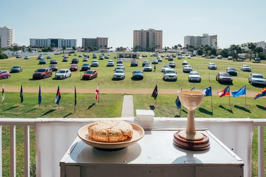 Photographie de la série Drive-in Church par Cyril Abad, prise en 2018 à Daytona Beach en Floride, États-Unis