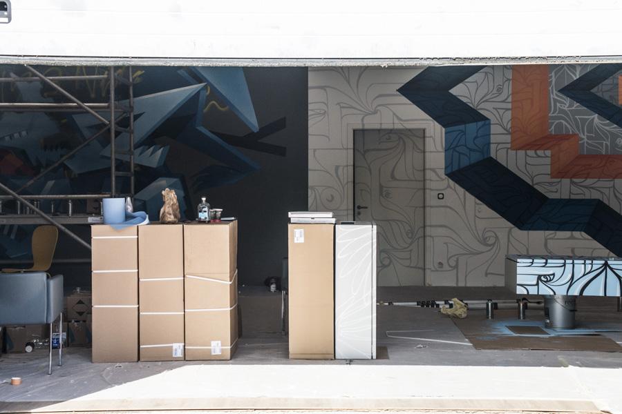 La plus grand pièce du Studio ouvre sur une arrière cour où se tiendront le bar et un espace de détente @ Martin Lelievre / Zut