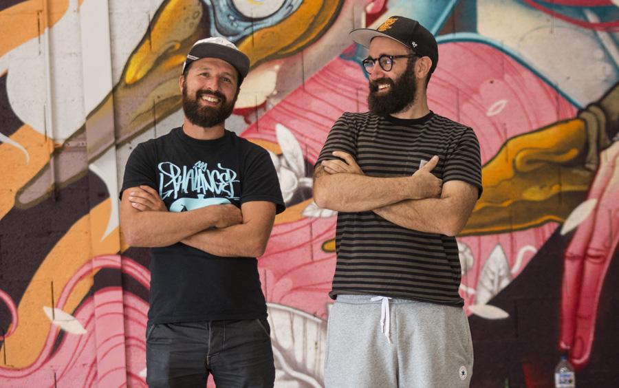 À gauche, Julien Lafarge, directeur du festival Colors, à droite Thomas aka Stom500, directeur artistique du festival Colors @ Martin Lelievre / Zut
