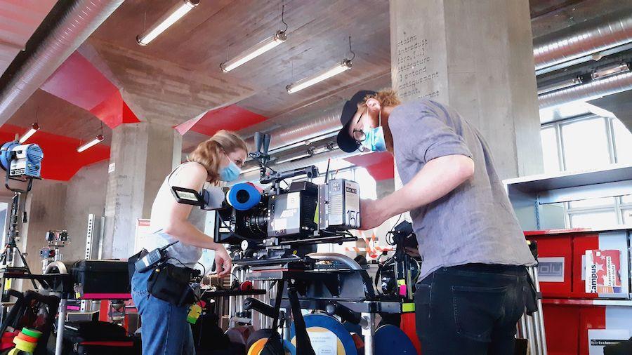 Sur le tournage d'En quête de vérité (3eme Œil Story), à la Médiathèque André Malraux, à Strasbourg.© Médiathèques de Strasbourg