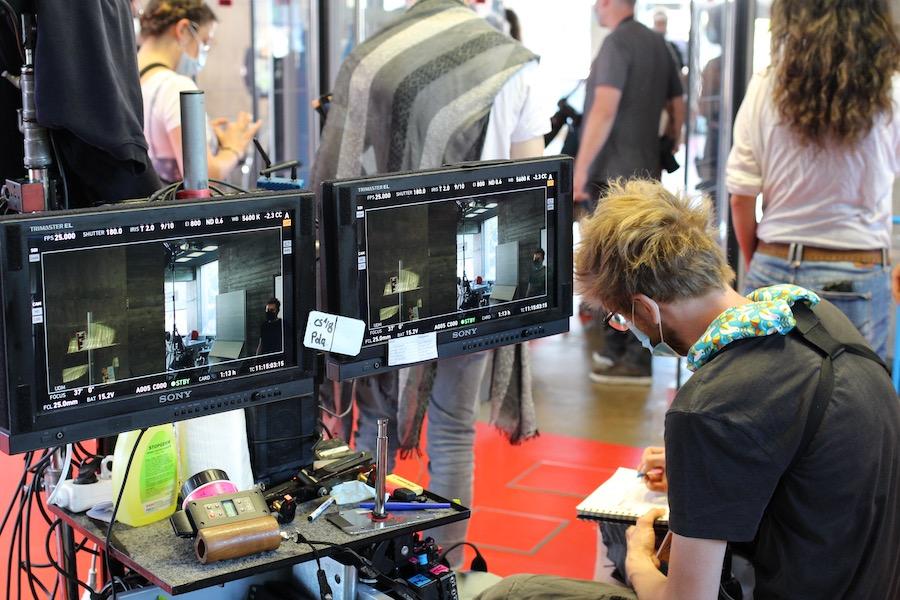 Sur le tournage d'En quête de vérité (3eme Œil Story), à la Médiathèque André Malraux, à Strasbourg comme ailleurs, c'est masques obligatoires. Photo : Médiathèques de Strasbourg