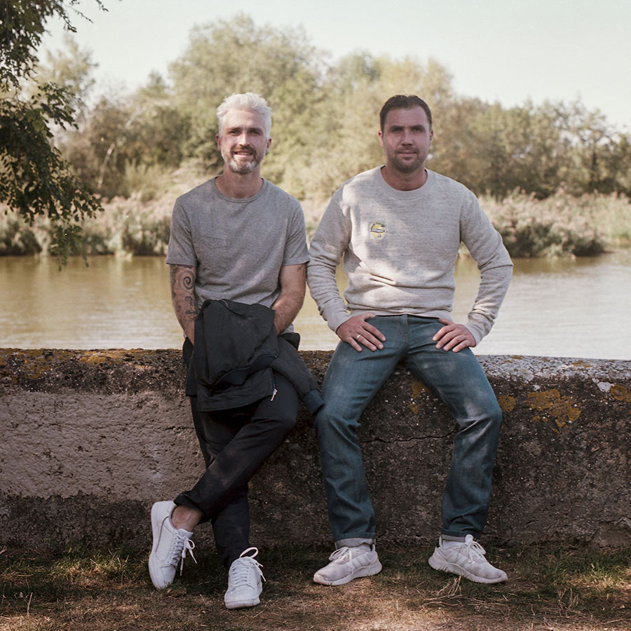 ZUT-LORRAINE—Maxime et Valentin Blenner, co-gérants des restaurants et bars Chez Cerise, photographiés au plan d'eau des Rives de Meurthe @William Henrion
