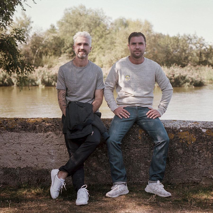 ZUT-LORRAINE—Maxime et Valentin Blenner, co-gérants des restaurants et bars Chez Cerise, photographiés au plan d'eau des Rives de Meurthe @William Henrion