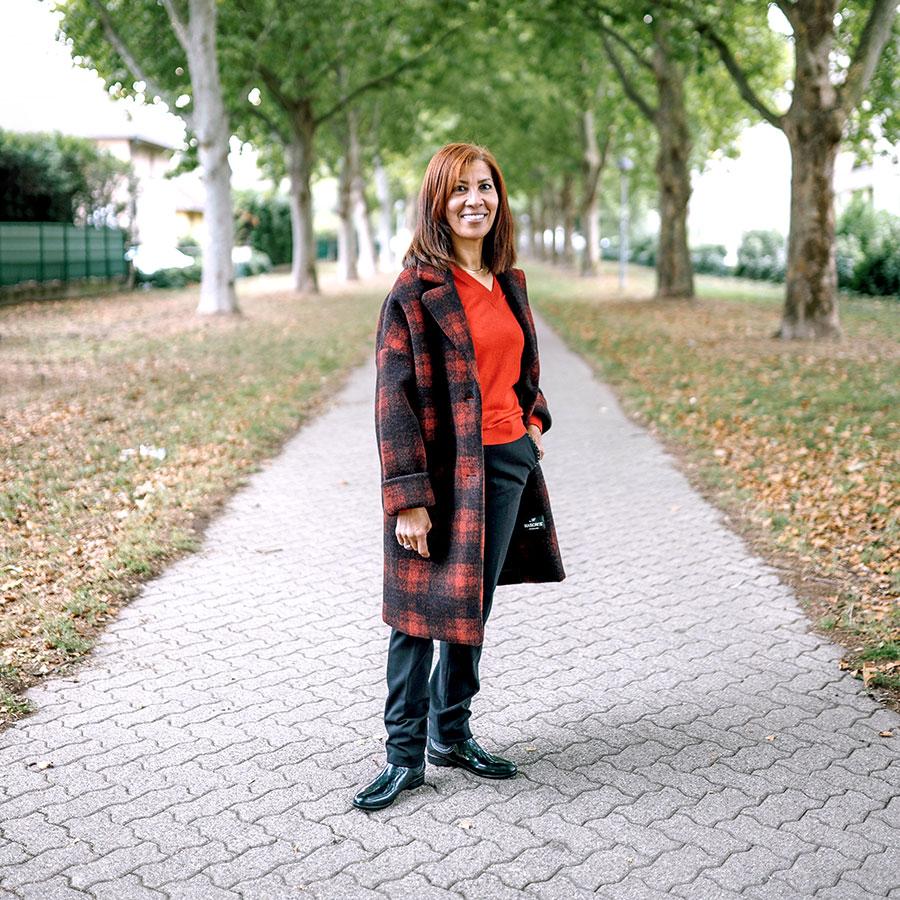 ZUT-STRASBOURG—Fatima Riahi, Directrice de l'association Les Jardins de la Montagne verte, photographiée à l'avenue Jean-Baptiste Pigalle @Jésus s. Baptista
