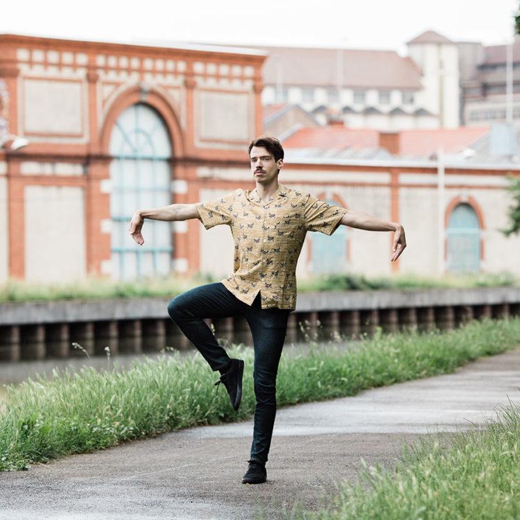 ZUT-LORRAINE—Morgane Baroudel, musicien, chanteur et membre du groupe IPPON, photographiée sur les Rives de Meurthe, site Alstom @Arno Paul