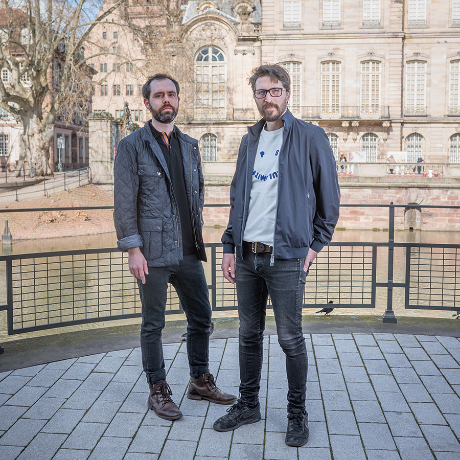 ZUT-STRASBOURG—Adrien Crupel et Christophe Pulon, co-fondateurs de Birdcall Publishing, éditeur indépendant, photographiés sur le quai des Bateliers
