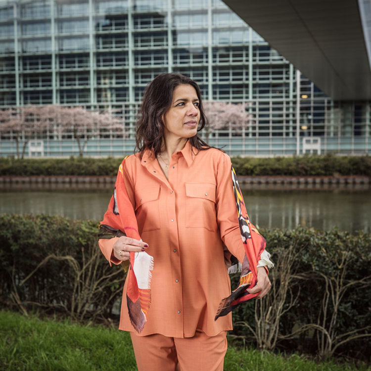 ZUT-STRASBOURG—Alida Klung, chargée de développement et communication chez Will Production, photographiée sur le quai Rouget de Lisle.